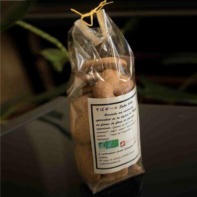 Azukiya, pâtisserie japonaise à Colmar, propose des soba-bôlo bio, biscuits croustillants au sarrasin, une spécialité de la région de Kyôto.